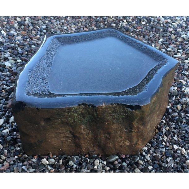 Fuglebad<br>Islandsk Basalt<br> Ca. 25x15 cm.